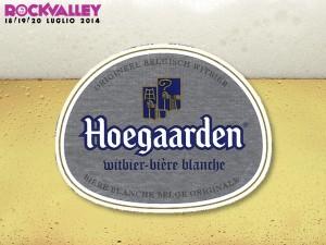La birra Hoegaarden è considerata la regina delle birre bianche (blanche/wit), termine che, mai come in questa birra, sembra calzare bene: si tratta infatti di una birra estremamente chiara. Un altro elemento inconfondibile è la schiuma: bianca, spumosa, persistente e profumata di scorze d'arancio. Il gusto è quello fresco e acidulo del frumento non maltato belga, con un leggero fondo di miele e lievito; il retrogusto lieve ma persistente è chiaramente di succo di limone. STILE :blanche COLORE : platino ALCOOL : 4,9% vol.